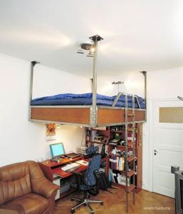 кровать под потолком, фото