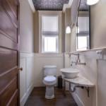 Потолок в туалете — распространенные методы отделки