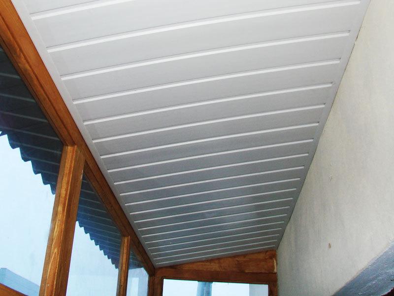 Какой сделать на балконе потолок