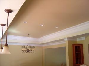 оформление потолка в гостиной, матовый потолок