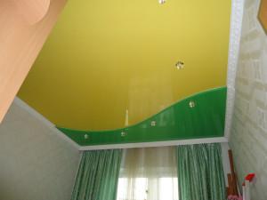 двухцветные потолки, соединения, одноуровневые потолки