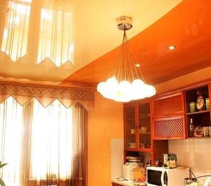 двухцветный потолок, натяжной, на кухне, одним полотном