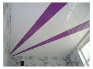 двухцветный, фиолетовый, белый, потолок, натяжной