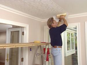 отделка потолка, флизелиновые обои, под покраску