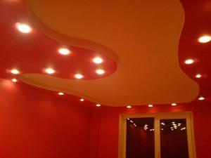потолок из гипсокартона, встроенные светильники