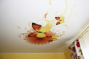 фотообои с бабочками, дизайн детской комнаты, потолок в детской